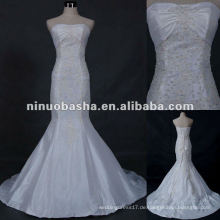 Echtes Muster Hochzeitskleid im Geschäft