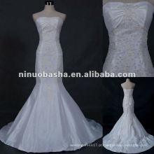 Vestido de casamento de amostra real na loja