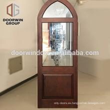 Puertas de madera Color polaco Diseño de puertas de paneles de madera Puertas de madera