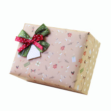 Boîte d'emballage de cadeau fait sur commande sensible avec l'arc en soie