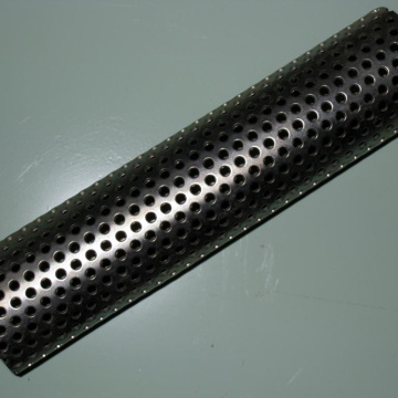 Lembaran Tangga Perforated Metal Tapak