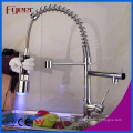 Kleine Größe herausziehen Spray 3 Farbe LED Küchenarmatur (QH0783SF)