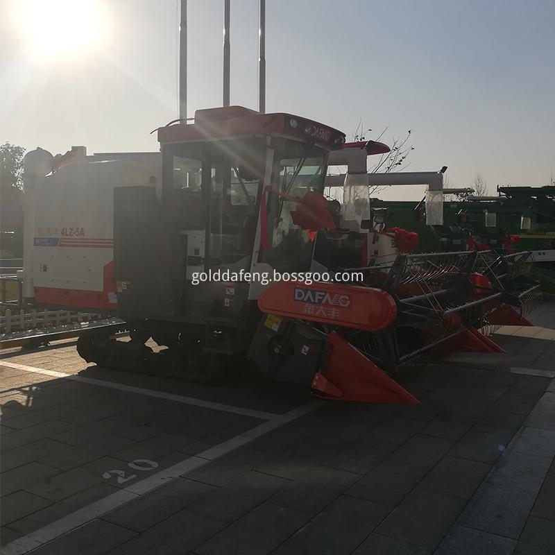 Automatic unloading rice harvesting