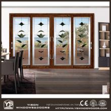 Puerta corredera compuesta de madera y aluminio de Woodwin con doble vidrio templado