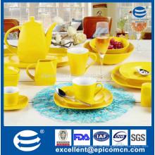 Quadratische Form große kundenspezifische Farbe Glasur Großhandel keramische Teekannen, gelbe Farbe glasierte Abendessen für den täglichen Gebrauch eingestellt