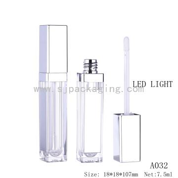 Оптовая 5 мл пластиковый блеск для губ пустую бутылку со светодиодным светом и зеркалом