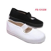 design vulcanized plain white canvas shoes