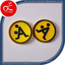 Logotipo personalizado del remiendo de goma con la letra para la ropa / los zapatos