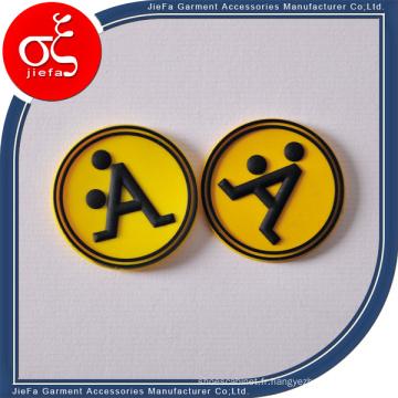 Logo en caoutchouc de correction de Customtized avec la lettre pour le vêtement / chaussures