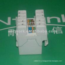 Белый сетевой разъем типа cat5e utp rj45