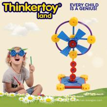 Brinquedo educacional pré-escolar no ventilador do treinamento do motor fino