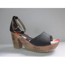 Nuevas sandalias de diseño Ladies Chunk (HCY03-080)