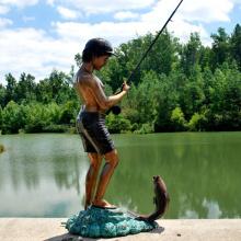 Jardin décor garçon pêche statue bronze garçon sculpture