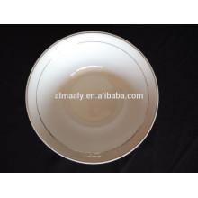 Weiße keramische Salatschüssel, Porzellansuppe Schüssel, weiße Nudeln Schüssel