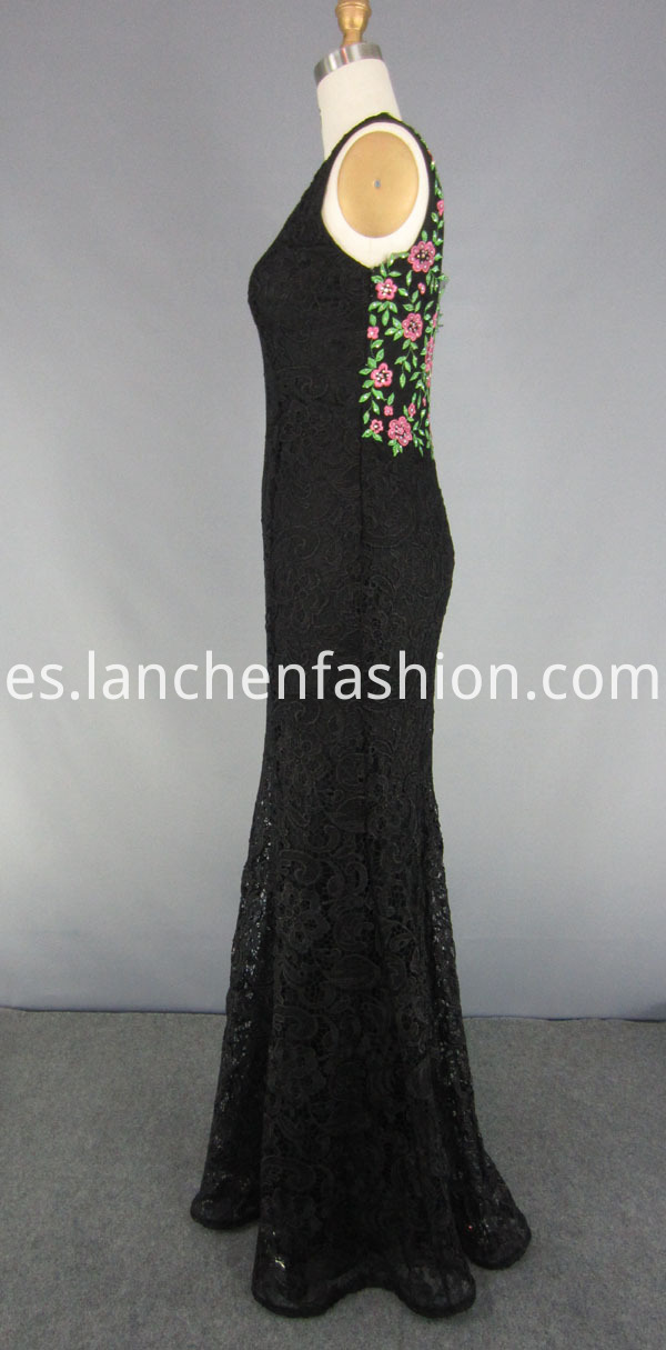 Sleeveless Embroidery Prom Dress