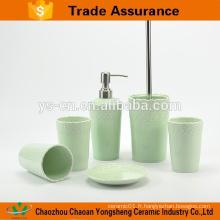 Nouvelle salle de bain écologique avec porcelaine avec relief vert