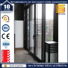 Puerta corredera de aluminio de cuatro paneles
