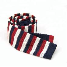 Cravate tricotée en gros de rayure de polyester, motif de cravate de tricot