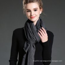 Frauen im Winter, um Warm Plain Polyester Schal zu halten