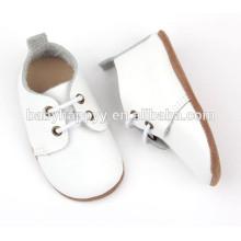Zapatos de bebé blancos llanos blancos del bautismo del cuero genuino al por mayor