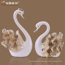 Hight qualidade decorativo polyresin cisne figurine para casamento retorno presente