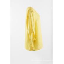 Blusa de lino liso en color amarillo.
