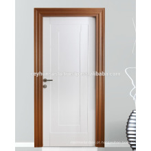 Porta interior moldada lacada com moldura de teca