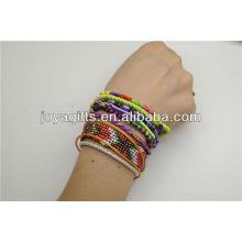 Pulsera de estilo bohemio tejida a mano con cierre magnético
