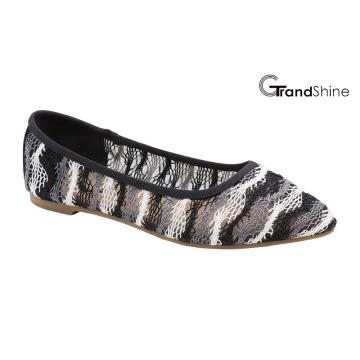 Chaussures de ballet plates causées par la dentelle féminine