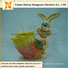 Le lapin de Pâques avec une poche