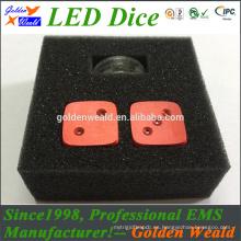 LED verde azul rojo que enciende dados coloridos del control LED de MCU con control de MCU
