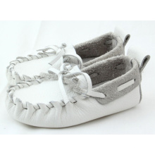 Zapatos ocasionales del barco del cuero genuino del suéter suave al por mayor del bebé blanco