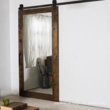 Rustikale Art fertige Spiegel, die Scheunentüren gleiten