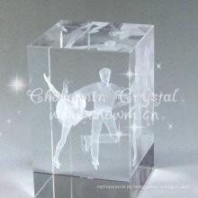 Cubo de cristal com imagem de patinação artística