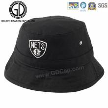 Nuevo sombrero fresco del cubo del algodón del negro de la manera con la insignia del bordado