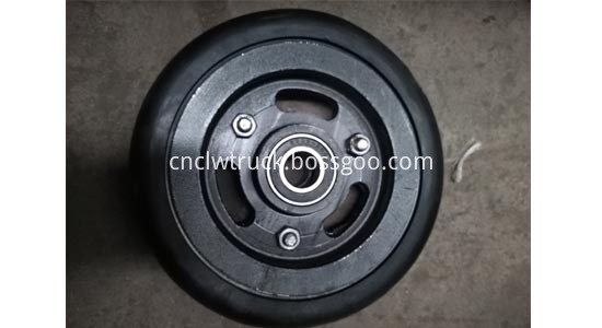 Dust suction disk wheels