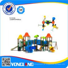 Playground exterior de material plástico em escolas e lugares públicos