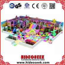 Equipamento interno do parque de diversões do estilo do castelo dos doces com bolas