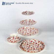 Цветы послеобеденный чай десерт и фруктовая тарелка с чашкой и блюдца для чая