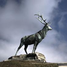 statue de cerf en renne en laiton