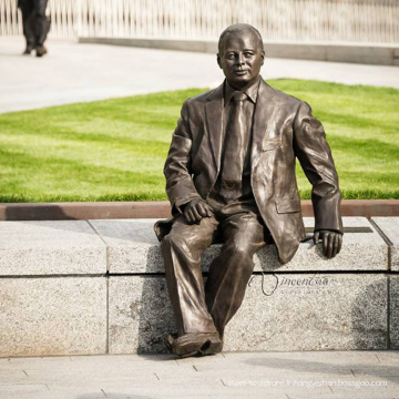 Sculpture en bronze d'homme assis sur un banc CLBS-C078T