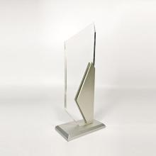 Gravure personnalisée de trophées en métaux acryliques