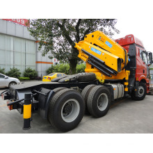 Tracteur Sinotruk HOWO 6X4 avec grue mobile