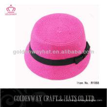Женская розовая шапка с лентой