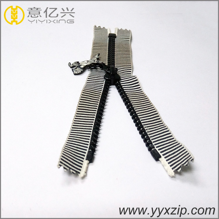 No.5 Strong Quality Plastic Zipper