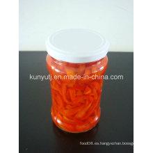 Rodajas de pimiento rojo dulce en tarro de vidrio