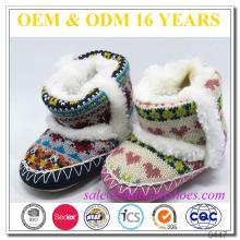 Chaussure d'intérieur en hiver doublée en laine de bébé