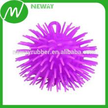 Factory Personnaliser des prix abordables Boule en caoutchouc avec jouet de pointes