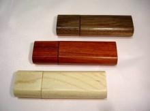 कस्टम लेज़र लोगो के साथ लकड़ी पेन ड्राइव