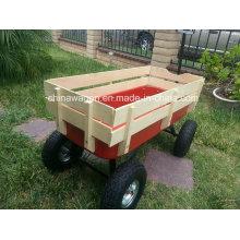 Gelände, das roten Kindergarten-Lastwagen mit hölzerner Seite zieht